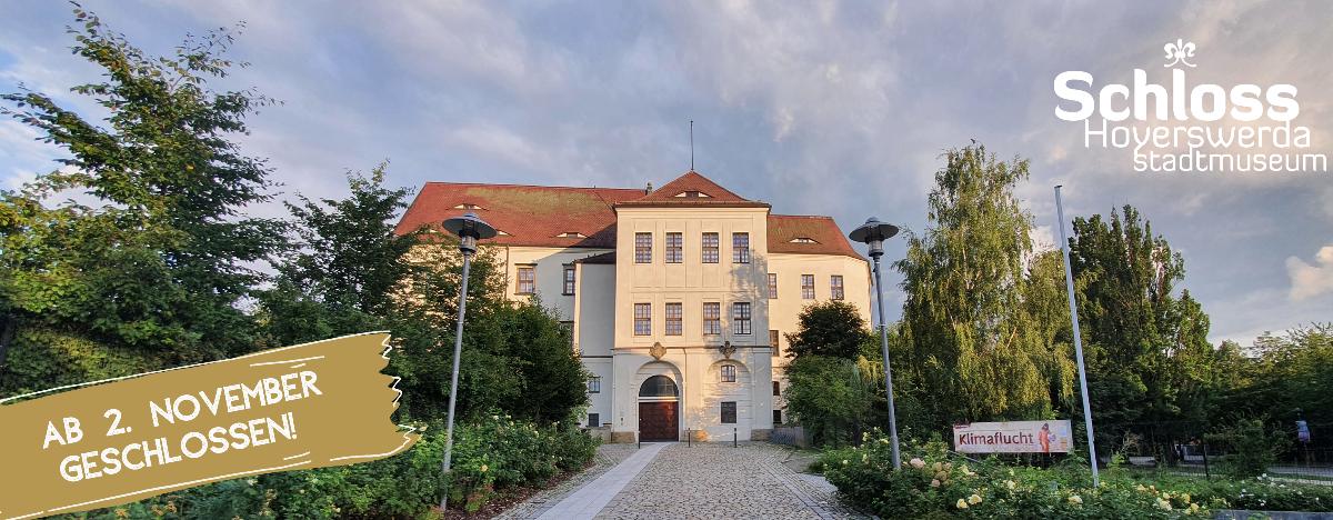 Frontansicht Schloss Hoyerswerda, mit Hinweis zur Schließung ab 2.11.